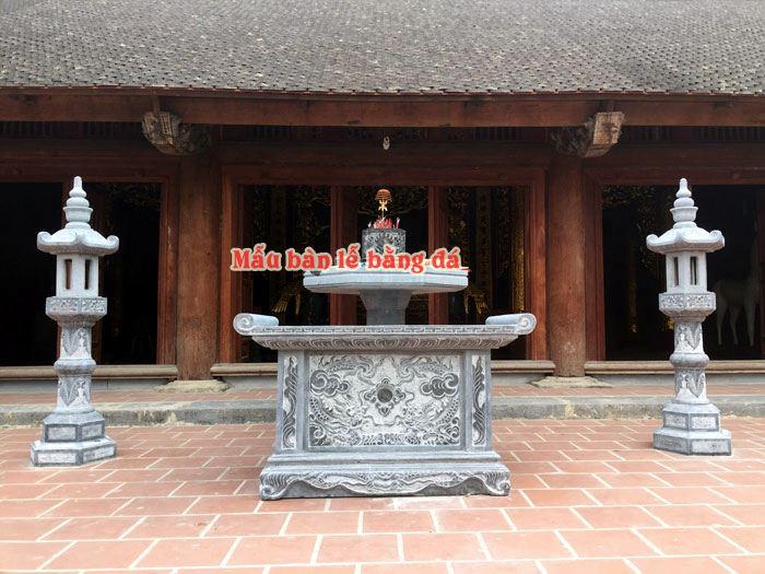 Bàn lễ đặt ở đình , đền , chùa
