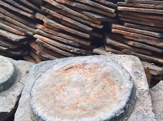 đá kê cột nhà