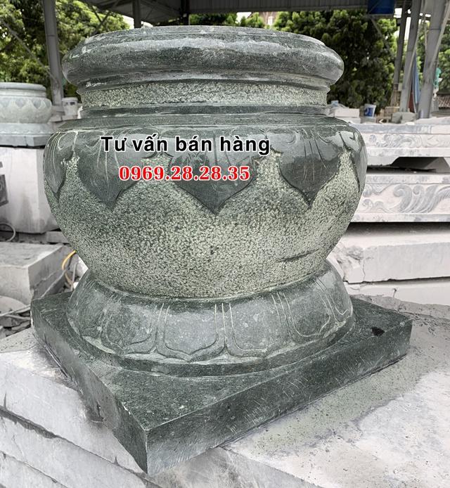 Đế đá xanh rêu kê cột gỗ